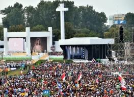 Ołtarz papieski podczas Światowych Dni Młodzieży w lipcu 2016 roku w Krakowie