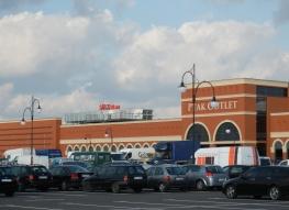 Centrum handlowe Ptak Outlet w Rzgowie k. Łodzi